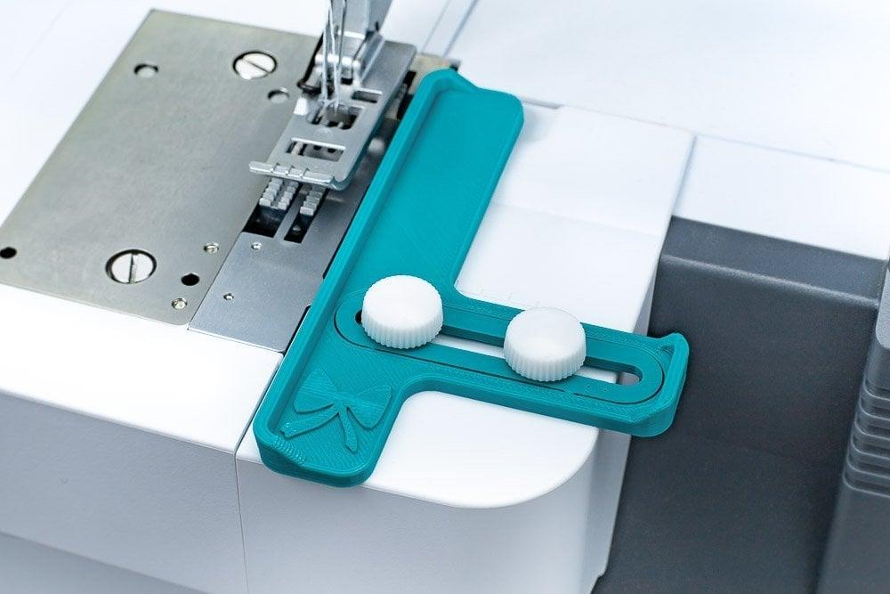screws_sewing_machine_coverlock