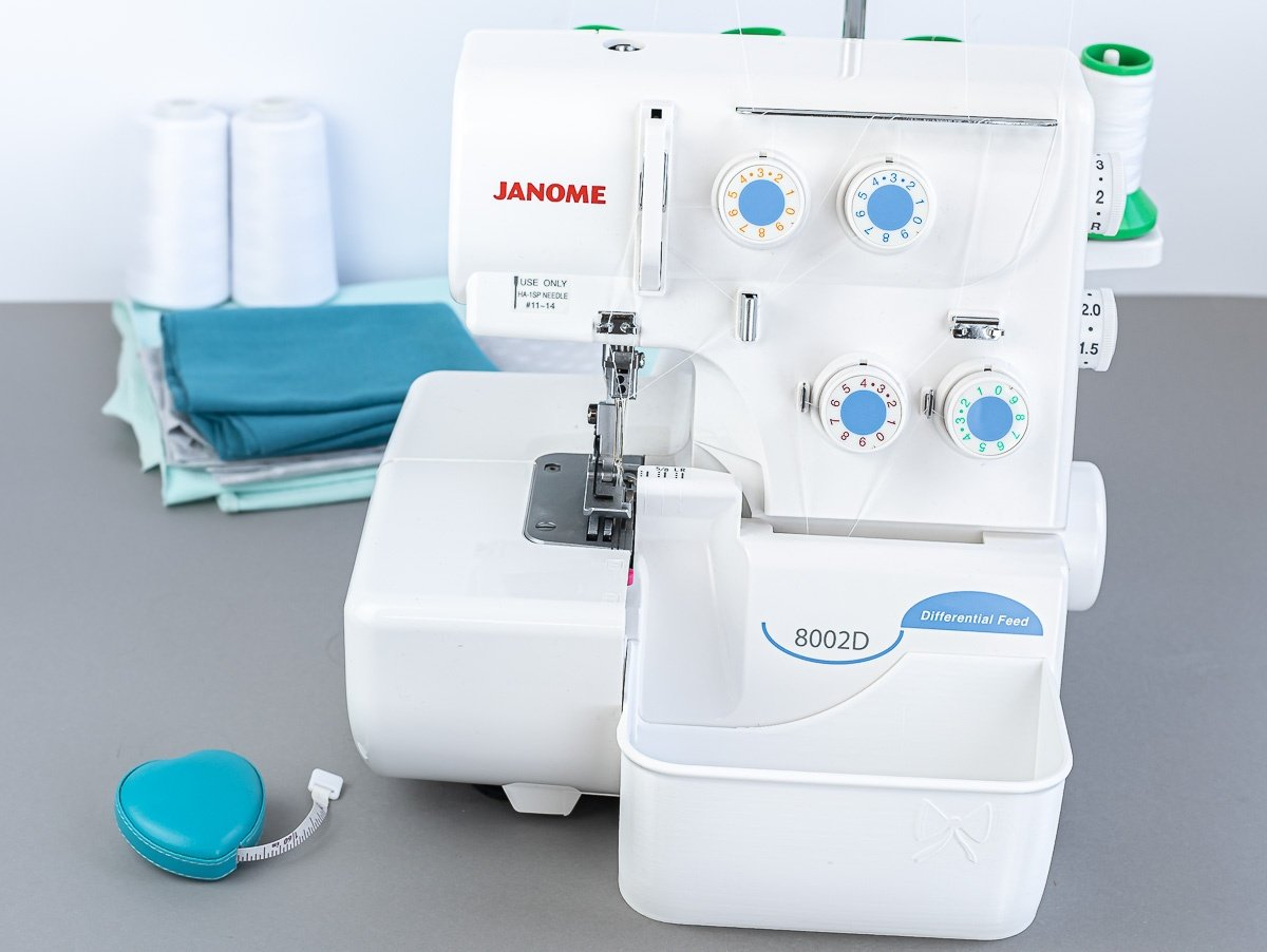 stoffreste auffangen auffangbehaelter overlock janome 8002D weiß